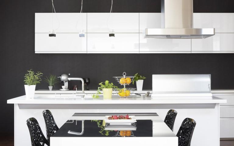 Funkcjonalne i szykowne wnętrze mieszkalne to właśnie dzięki sprzętom na indywidualne zamówienie